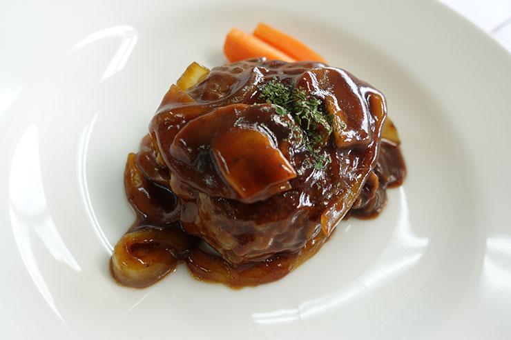 Red Wine Sauce for Hamburger Steak Simmered